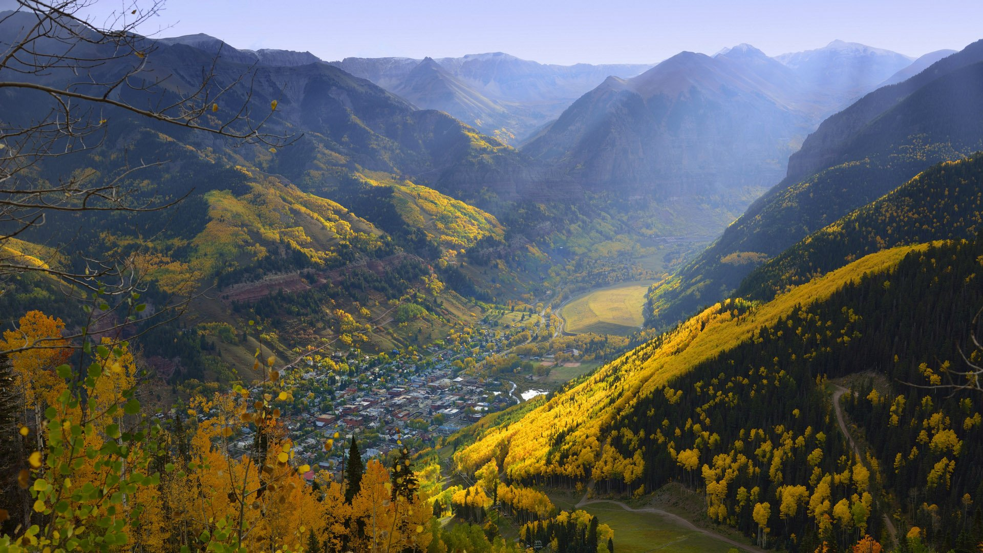 telluride-valley-fall-leaves-aerial